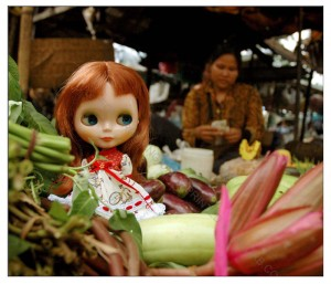 It seems that the shopkeeper didn't feel bothered by Ginger's appearance among her vegetables