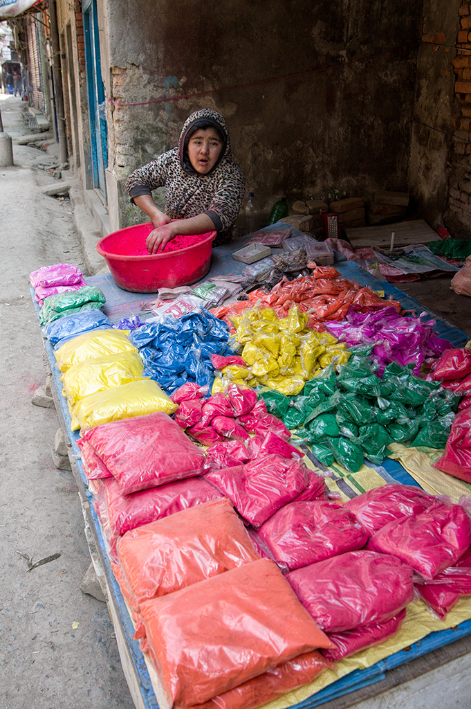Vendors selling colored powder