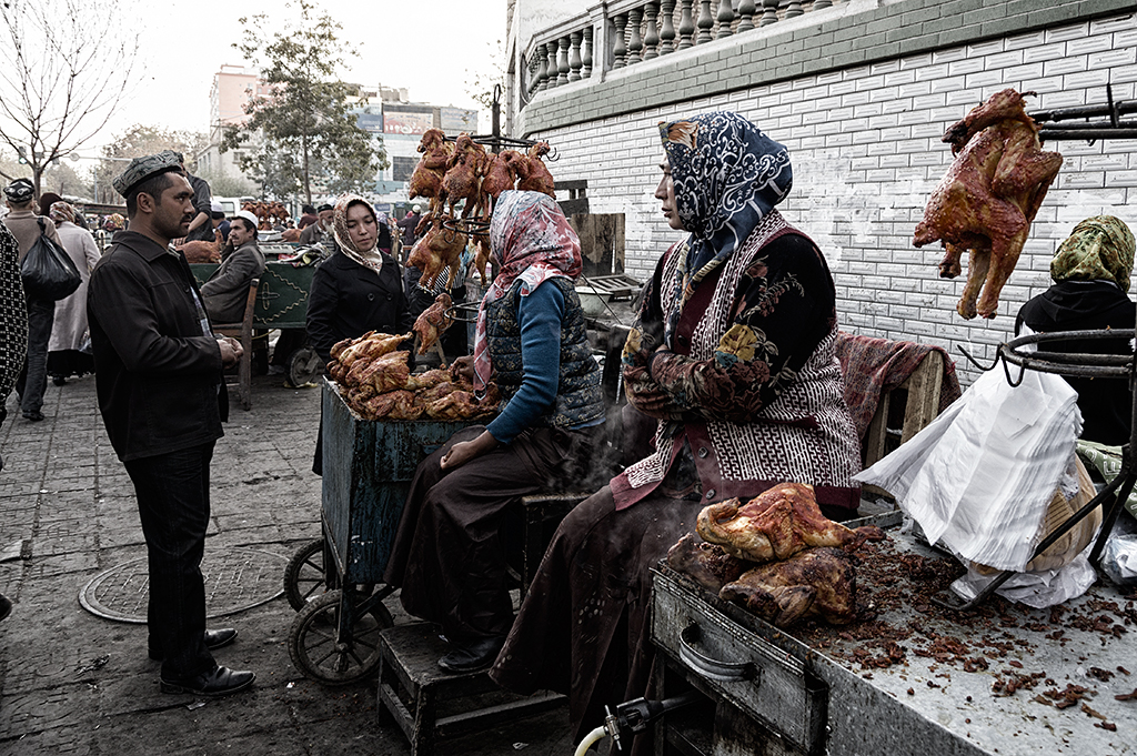 Roasted chicken stall. Hotan is predominantly Muslims. Pork and non-halal food were not sold at this market.